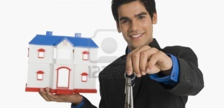 10166842-immobilier-cles-agent-immobilier-detention-et-une-maison-modele